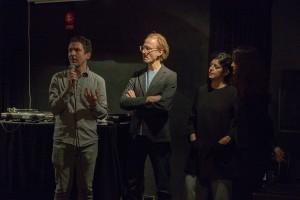 Jesper Nordin tar emot priset Nutida Sound av delar av juryn, Andreas Engström, Nathaly Salas och Susanne Skog. Foto: Michael Klimczak
